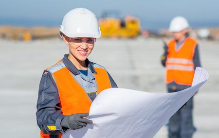 Photo pour worker plan engineer - image libre de droit