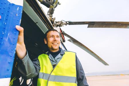 Foto de Airport worker support - Imagen libre de derechos