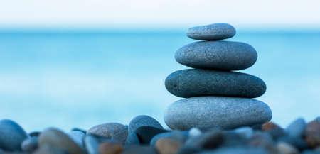Photo pour Stack of round smooth stones on a seashore - image libre de droit