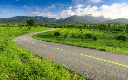 Photo pour Beautiful countryside road under blue sky - image libre de droit