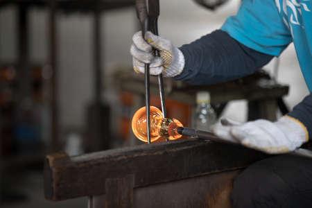 Foto de Molten glass on a metal rod for glass blowing - Imagen libre de derechos