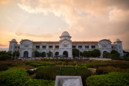 Photo pour Beautiful view of Ipoh Railway Station,Perak,Malaysia during sunset. Soft focus,motion blur due to long exposure - image libre de droit