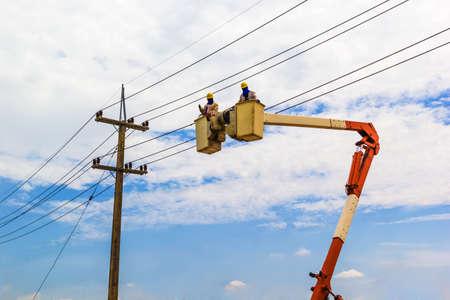 Foto de A phooto of Electricity Authority on cable car to maintenance a electric cable - Imagen libre de derechos