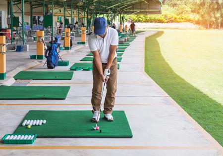 Photo pour golfer during practice driving range in golf course yard signs - image libre de droit