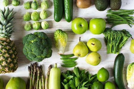 Foto de Top view of green fruits and vegetables - Imagen libre de derechos