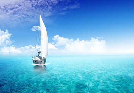 Photo pour Sailing boat in the ocean with sunlight in the backgroiund - image libre de droit