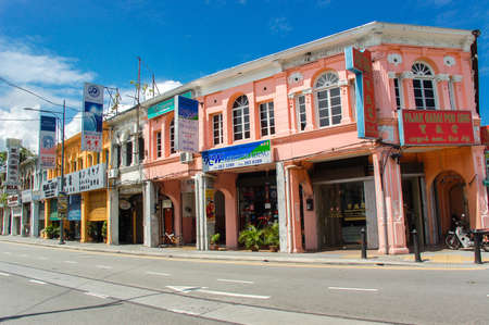 Photo pour George Town, Malaysia - November 11 :  Heritage houses in  George Town, Penang, Malaysia. George Town is one of the most popular destinations in Malaysia.   Nov 11, 2009 - image libre de droit