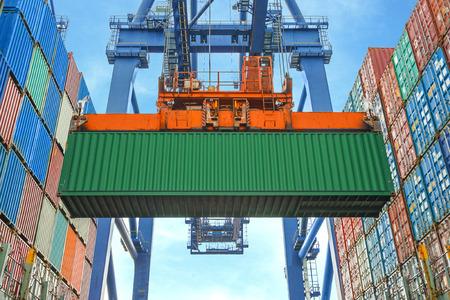 Foto de Shore crane loading containers in freight ship - Imagen libre de derechos