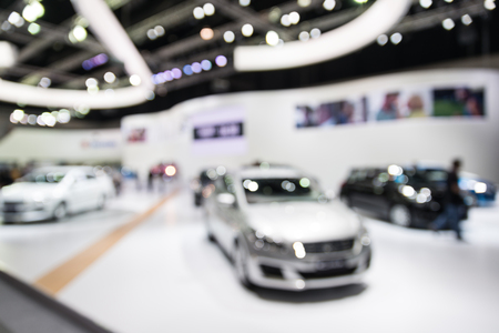 Photo pour Blur photo of car showroom use for background - image libre de droit