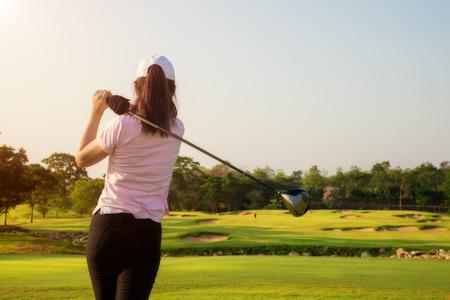 Foto de Asian woman golfer hit sweeping golf course in the summer - Imagen libre de derechos