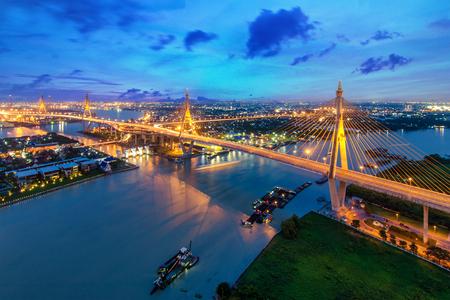 Foto per Bhumibol Bridge at sunset in Bangkok, Thailand. The Industrial Ring Road Bridge in Bangkok, Thailand. - Immagine Royalty Free