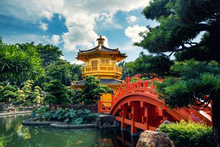 Photo pour Front view the Golden pavilion temple with red bridge in Nan Lian garden, Hong Kong. Asia. - image libre de droit