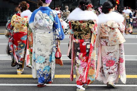 Foto de Young Japanese women wearing traditional kimono for the coming of age day celebration, they turn twenty (seijinsiki, seijinshiki) - Imagen libre de derechos