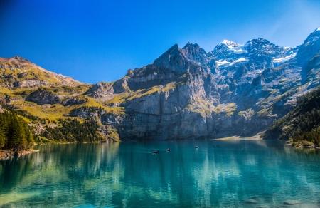 Foto de The Oeschinen mountain lake ot Oeschinensee in Kandersteg, Switzerland  - Imagen libre de derechos
