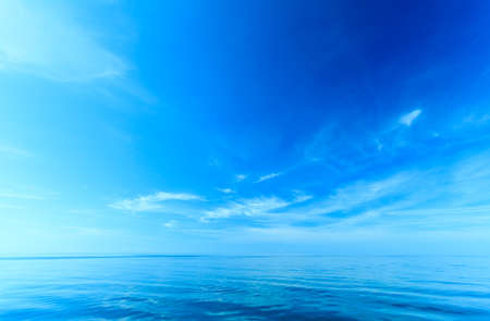 Foto de Beautiful seascape sea horizon and sky. Tranquil scene. Natural composition of nature. Beauty landscape. - Imagen libre de derechos