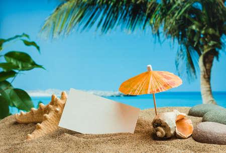 Foto de Umbrella on the sand on the background of the beach - Imagen libre de derechos