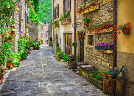 Photo pour ITALY - JUNE 23, 2014: Typical Italian street in a small provincial town of Tuscan, Italy, Europe - image libre de droit