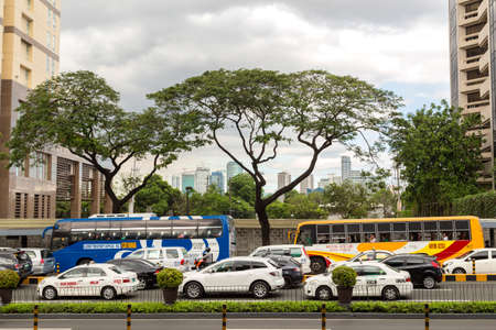 Foto de Commuters in the traffic jam in Manila - Imagen libre de derechos
