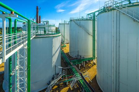 Photo pour Oil terminal, storage and infrastructure, pipelines. Fuel. - image libre de droit