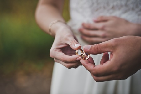 Photo pour Palms of the newly-married couple with wedding rings. - image libre de droit