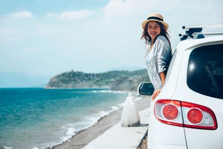 Foto de Rear view of pre teen child in car over sea view on summer roadtrip to the beach - Imagen libre de derechos