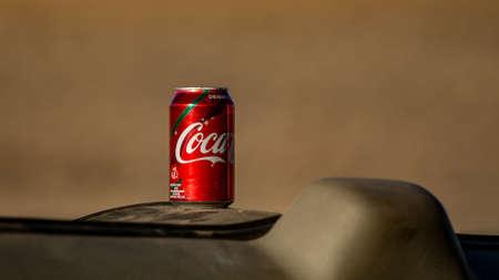 Foto de Gardnerville, NV, USA- January 10, 2019. Coca-cola can on the dashboard of a car in the desert, selective focus - Imagen libre de derechos