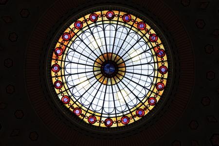 Foto de Colourful stained glass ceiling - Imagen libre de derechos