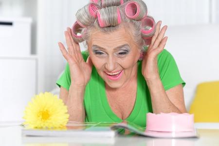 Foto per Senior woman reading magazine - Immagine Royalty Free