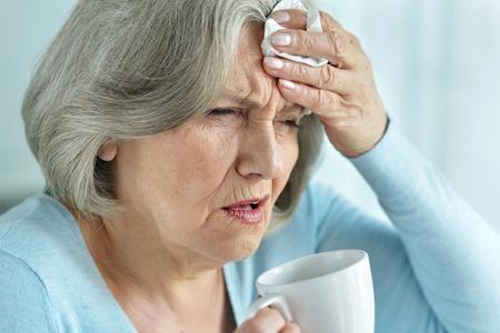 Foto de senior woman with headache - Imagen libre de derechos