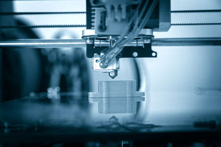 Photo pour Electronic three dimensional plastic printer during work , 3D printer, 3D printing - image libre de droit