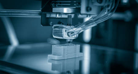 Foto de Electronic three dimensional plastic printer during work , 3D printer, 3D printing - Imagen libre de derechos