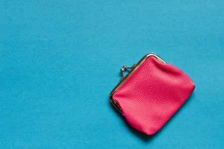 Photo pour Pink wallet on blue background . Close up. Top view - image libre de droit