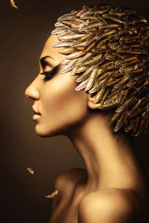 Foto de beautiful woman with gold feather hat - Imagen libre de derechos