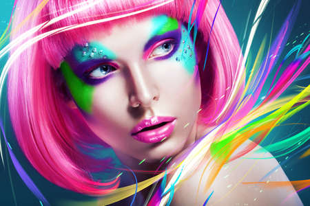 Photo pour woman with multi lines and pink wig - image libre de droit