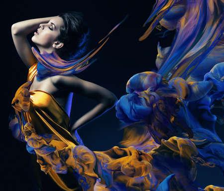 Photo pour sensual woman and paint waves - image libre de droit
