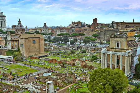 Foto per A view from The Roman Forum which is the most important forum in ancient Rome, situated on low ground between the Palatine and Capitoline hills. - Immagine Royalty Free