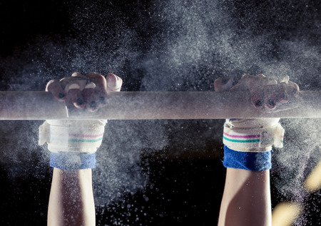 Photo pour hands of gymnast with chalk on uneven bars - image libre de droit