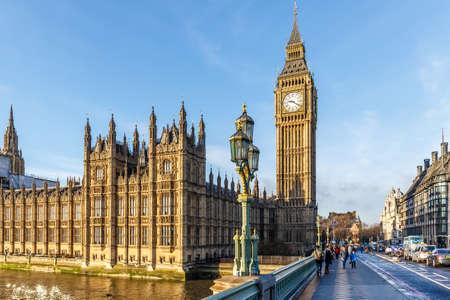 Foto de Big ben clock tower in winter sunny morning, London - Imagen libre de derechos