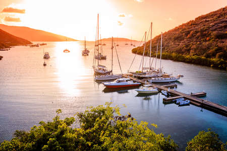 Photo pour Beautiful sunset scene on the island of Virgin Gorda in BVI - image libre de droit
