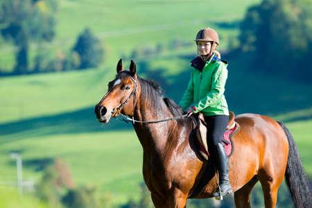 Photo pour Woman riding a horse - image libre de droit