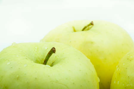 Foto de Green apples white background - Imagen libre de derechos