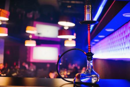 Foto de hookah bar with a nice clear bulb to Smoking tobacco and relaxing - Imagen libre de derechos