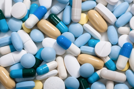 Photo pour Heap of medicine pills   Background made from colorful pills and capsules - image libre de droit