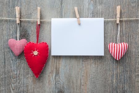 Foto de Message and red hearts on the clothesline against wooden  - Imagen libre de derechos