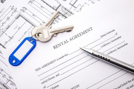 Photo pour Rental agreement document with keys and pencil - image libre de droit
