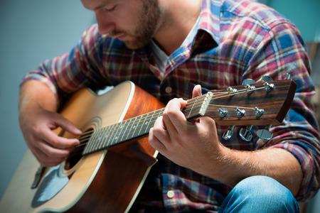 Photo pour close up of a male musician playing acoustic guitar - image libre de droit
