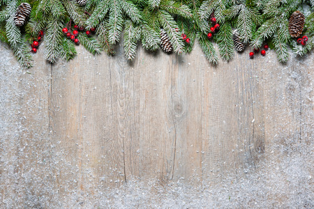 Photo pour Christmas background with fir tree on old wooden board - image libre de droit