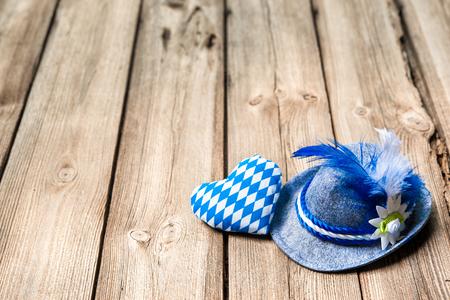 Foto de Background with Bavarian hat and heart, Oktoberfest - Imagen libre de derechos