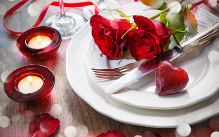 Photo pour Festive place setting for Valentines day - image libre de droit