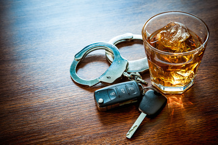 Photo pour Whiskey with car keys and handcuffs concept for drinking and driving - image libre de droit